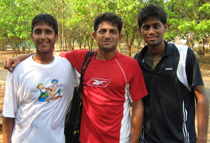 Orissa playersrs Vijay Avinandan (Right) and Chinmay Pradhan (Left) with former Davis Cupper Nitin Kirtane in Bhubaneswar on March 16, 2010.
