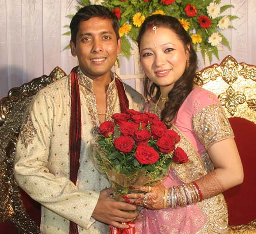 Shiv Sundar Das with wife Trishna Thatal at the their marriage reception in Bhubaneswar on April 11, 2010.