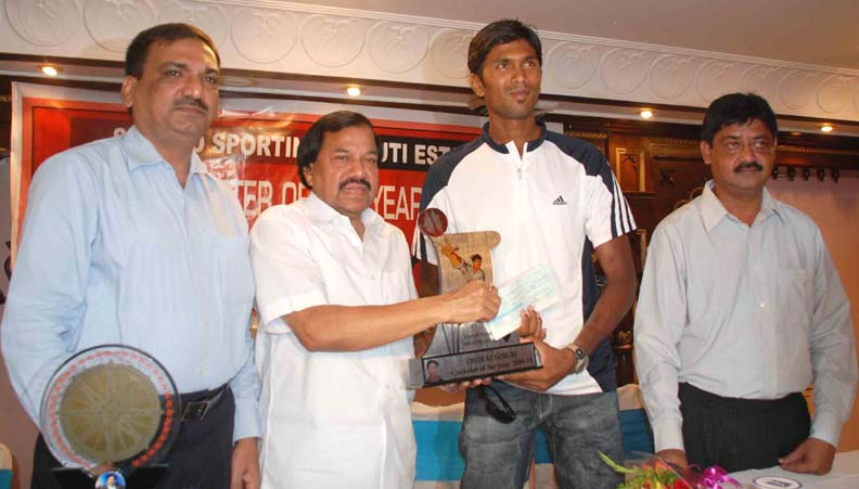 OCA secretary Asirbad Behera hands over the Cricketer of the Year Award to Dhiraj Singh in Bhubaneswar on April 11, 2010.