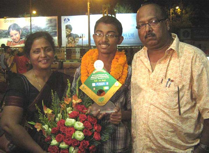 Ashutosh Padhy with his parents at the airport in Bhubaneswar on August 30, 2010.