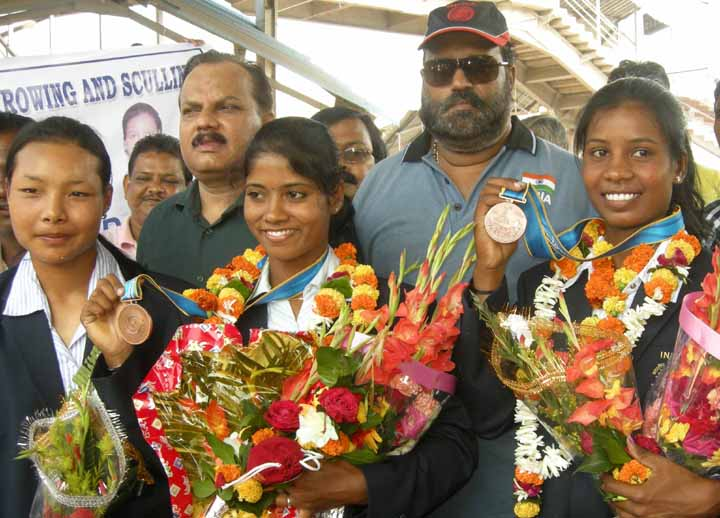 Orissa rowers Pratima Puhana (Centre) and Pramila Prava Minz (Right) display their Asiad bronze medals at Cuttack on November 23, 2010.