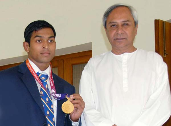 Weightlifter K Ravi Kumar with Chief Minister Naveen Patnaik in 2010.