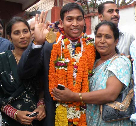 Commonwealth Games gold medallist K Ravi Kumar is greeted by his mother and sister at Bhubaneswar in 2010.
