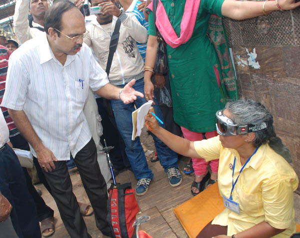 Everest conqueror Kalpana Das begging alms before Jagannath Temple in Puri on May 25, 2011 in protest  against not getting a government job.