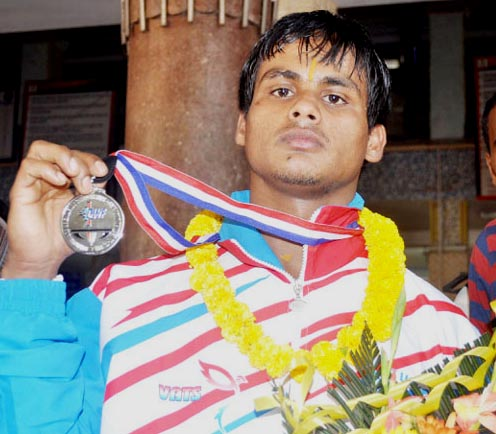 Orissa lifter Achyutananda Sahoo displays his Commonwealth medal in Bhubaneswar on October 19, 2011.