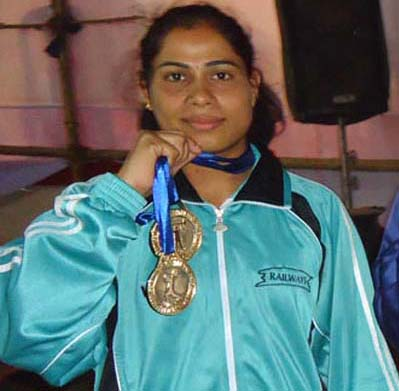 Odisha lifter Minati Sethi at the Senior National Championship in Berhampur on Dec 25, 2011.