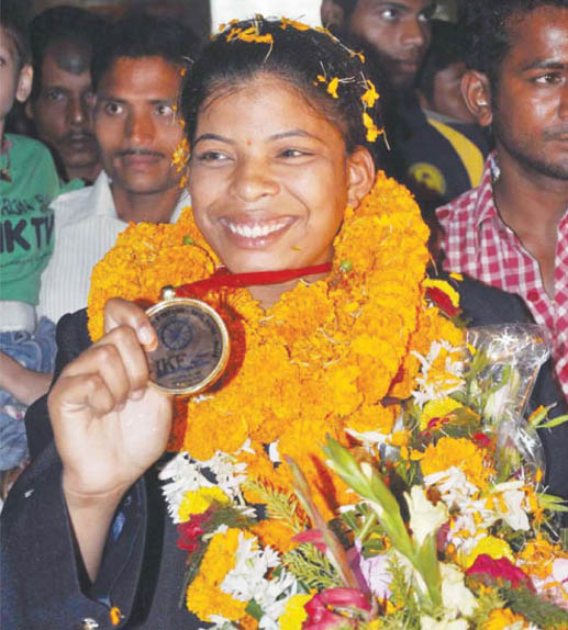Odisha woman kabaddi player Rashmita Sahu is greeted at Bhubaneswar on March 5, 2012 after her return home from World Cup at Patna.