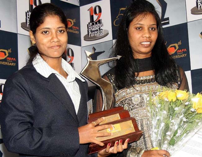 Pratima Puhana (Left) and Pramila Prava Minz with the 19th Ekalabya Award in Bhubaneswar on April 2, 2012.