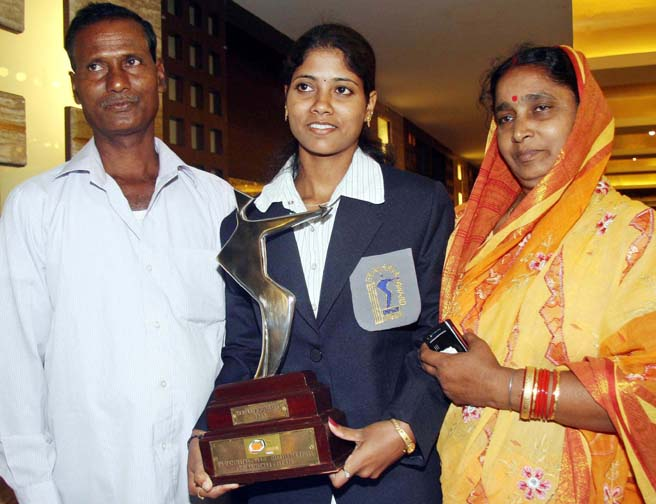 Pratima Puhana with her parents at the 19th Ekalaby Puraskar function in Bhubaneswar on April 2, 2012.