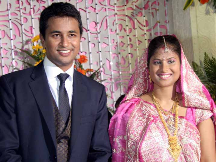 Pragyan Ojha with his wife at their marriage reception function in Bhubaneswar on May 19, 2010.