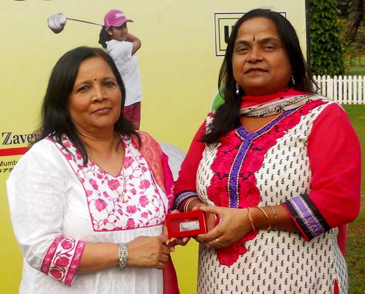 Lakhi Swain (Right) receives the runner-up prize at the BPGC Open Ladies Amateure Golf Championship from Shikha Rajkumar in Mumbai on Dec 5, 2013.