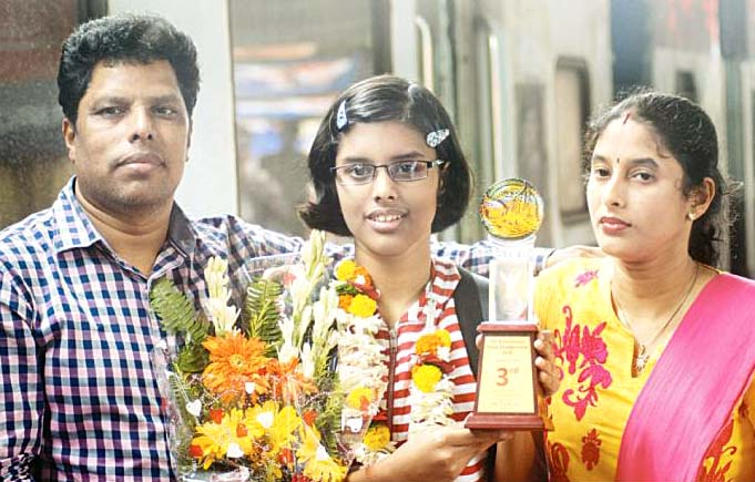 Odisha chess player Shreya Smruti Mohanty with here parents in Bhubaneswar on August 31, 2014.