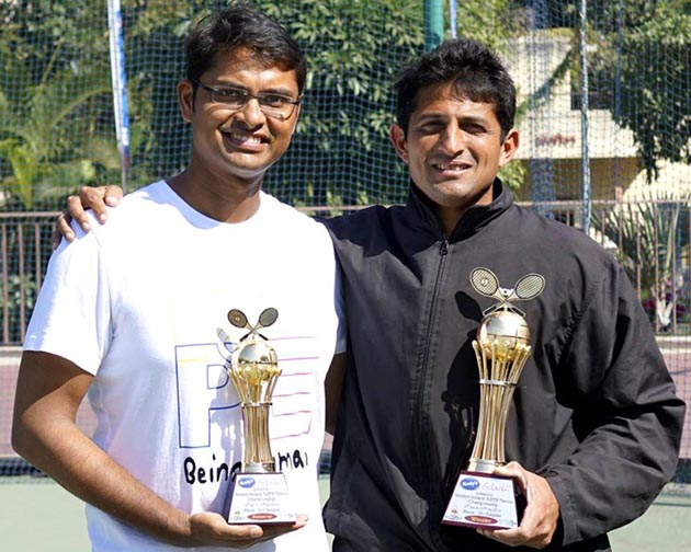 Odisha ace Satirtha Patnaik (Left) with former Davis Cupper Nitin Kirtane at the AISTA All India Senior Men's Tournament in Pune on January 14, 2014.