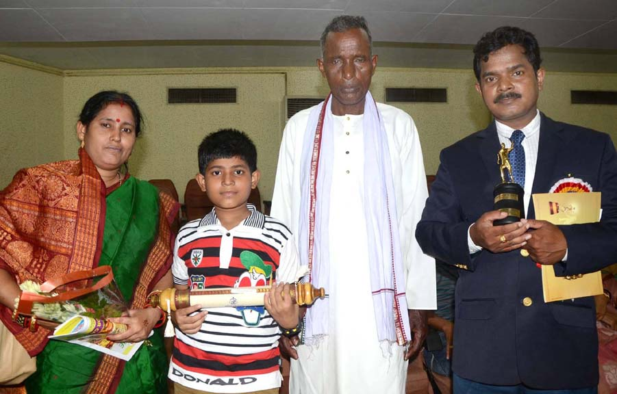 Biju Patnaik Outstanding Sports Journalist Awardee, Sarbeswar Mohanty with his father, wife and son in Bhubaneswar on August 29, 2014.