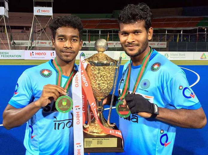 Odisha hockey stars Dipsan Tirkey and Amit Rohidas with the Asia Cup trophy in Dhaka on October 22, 2017.
