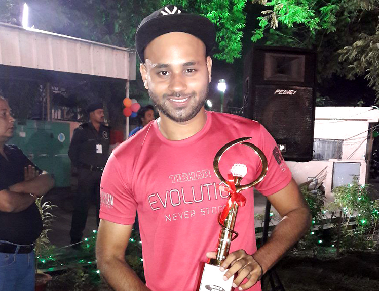 Asif Haque with his All-India RBI men's singles champion trophy in Patna on Nov 10, 2017.
