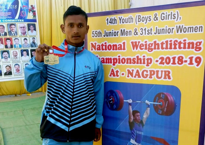 Odisha weightlifter Bhaktaram Desti at the National Weightliftng Championship 2018-19 in Nagpur.
