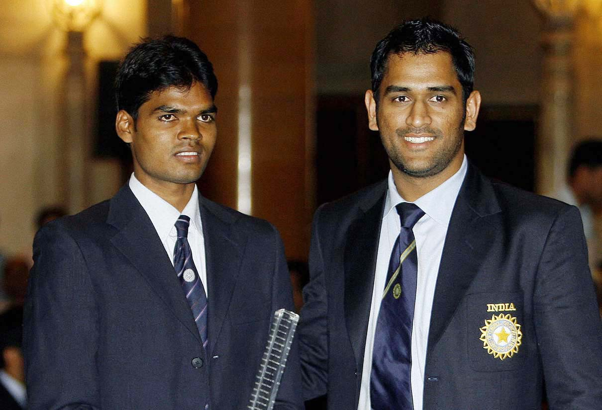 Prabodh Tirkey with M S Dhoni at a reception hosted by President Pratibha Patil at Rashtrapati Bhavan on 30 October, 2007.