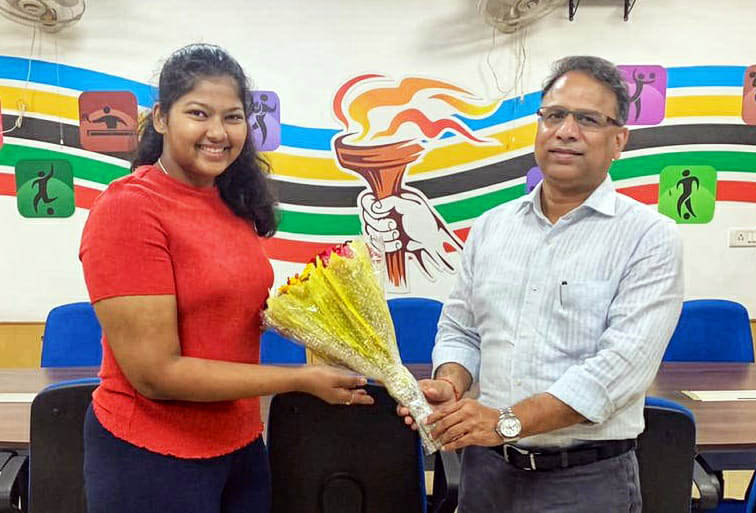 Odisha Sports Secretary Vishal Dev felicitates state woman shooter Kashika Pradhan for making it to the  National Squad for the year 2020-21.