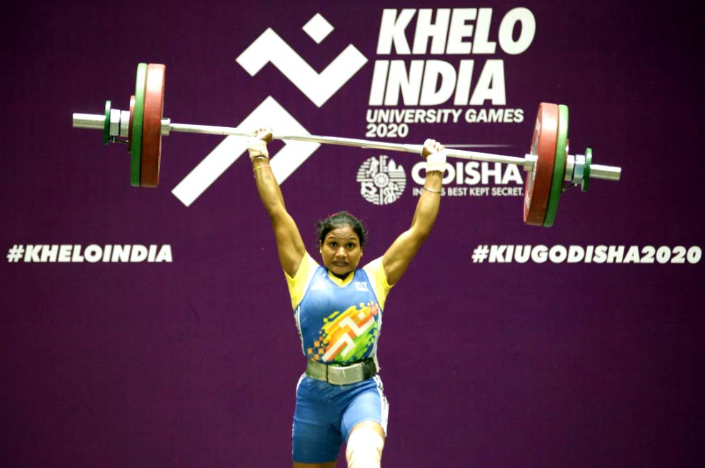 Odisha woman weightlifter Pramila Kirsani in action at the 1st Khelo India University Games in Bhubaneswar on 26 February, 2020.