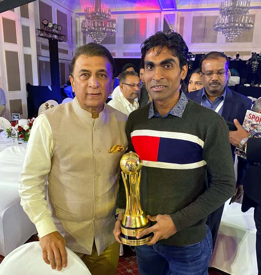 Undated photo of Odisha para-badminton star Pramod Bhagat with legendary cricketer Sunil Gavaskar.