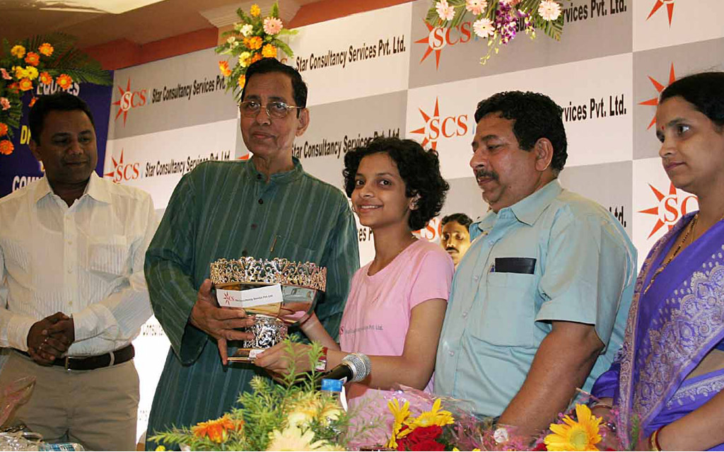 World under-14 girls` chess champion Padmini Rout (Centre) is felicitated at a function in Bhubaneswar on November 12, 2008.