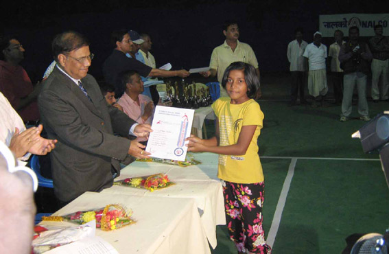 Komal Vishakha, women`s and girls` under-14 quarterfinalist of the 10th All-Orissa Nalco Open Tennis Tournament, receives her prize in Bhubaneswar on Dec 14, 2008.