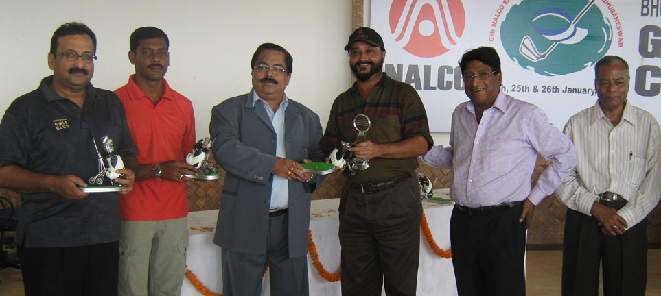 Members of BGC-B receive the trophy after finishing runners-up in the team event of the 6th Nalco East Zone Golf Tournament in Bhubaneswar on Jan 26, 2009.