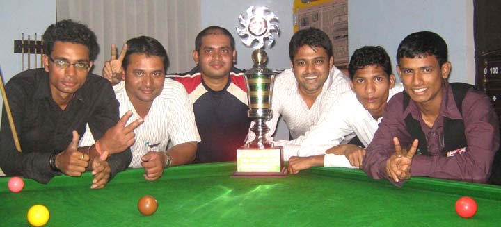 Bhubaneswar team with the Twin City Snooker Challenger Trophy in Bhubaneswar on Feb 23, 2009.