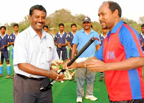 Hockey coach <b>Sylvester Toppo</b> (Left) is felicitated by Legislator and former player Gregory Minz in Rourkela.