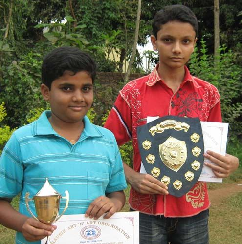 Title winner Ashutosh Mohapatra (R) and runner-up Sidhant Mohapatra at the Children Chess Tournament in Bhubaneswar on April 5, 2009.