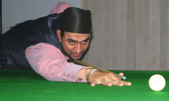 <b>Sureet Singh </b>aims for a putt at the CSA All-Orissa Open Snooker Tournament in Bhubaneswar on April 19, 2009.