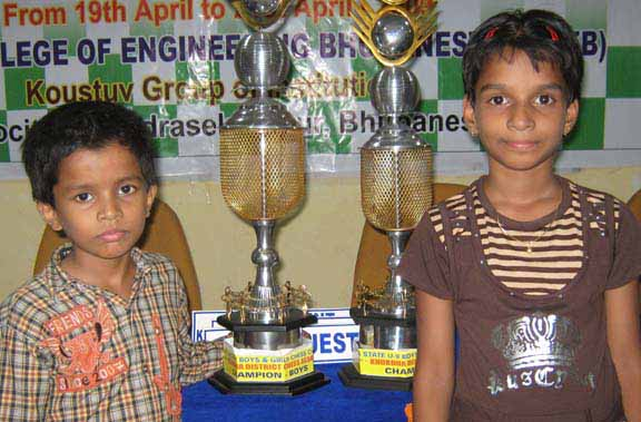 Rakesh Jena (left) and Adyasha Patnaik pose after winning titles in the State under-9 chess championship in Bhubaneswar on April 21, 2009.