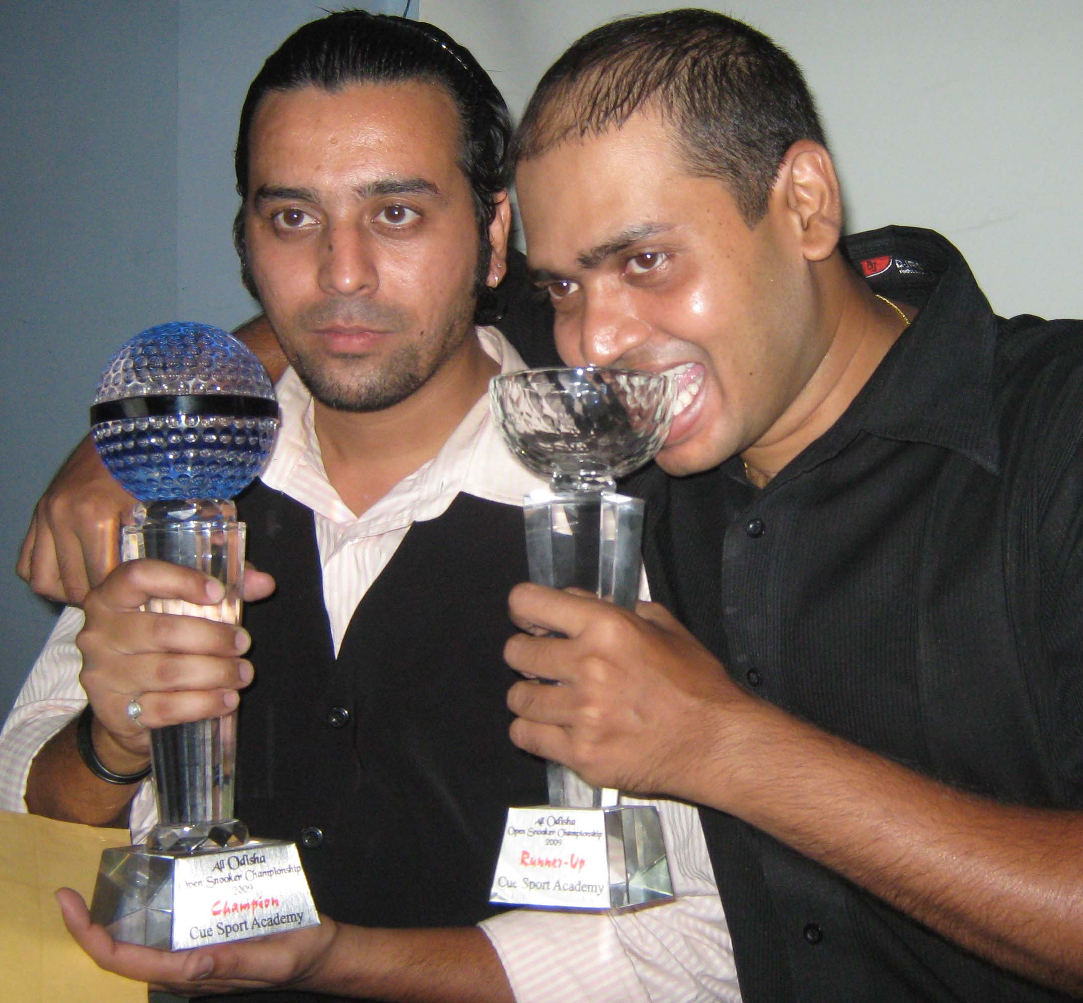 <b>Jeet Kishore Das </b>(Left) and runner-up <b>Subrat Das </b>pose with their trophies at the CSA All-Orissa Open Snooker Tournament in Bhubaneswar on April 26, 2009.