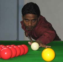 <b>Wasim Khan </b>attempts a putt at the CSA All-Orissa Open Snooker Tournament in Bhubaneswar on April 19, 2009.