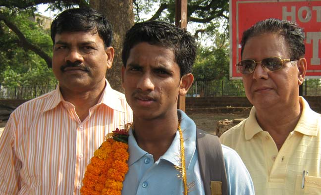 Youth international Rabindra Murudi with officals of Orissa Volleyball Association in Bhubaneswar on May 2, 2009.