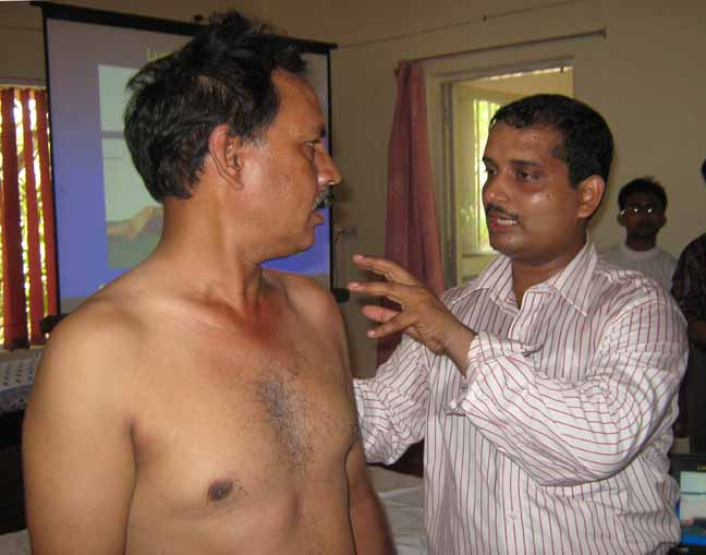 Professor Umasankar Mohanty treates lensman Shamim Qureshi at the manual therapy workshop in Bhubaneswar, <b>May 14, 2009.