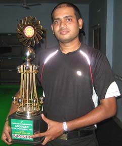 <b>Subrat Das </b> with the 5th Pradeep Sen Memorial Snooker Trophy in Bhubaneswar on <b>May 18, 2009.