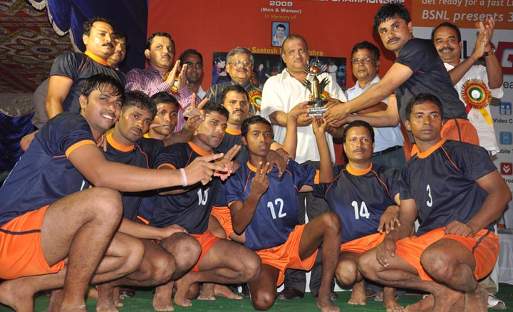 CRRI team receives men`s champion trophy at the State Kabaddi Championship in Bhubaneswar on <b>May 30, 2009.