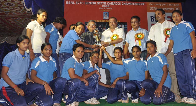 Khurda team receives the women's champion trophy at the State Kabaddi Championship in Bhubaneswar on <b>May 30, 2009.