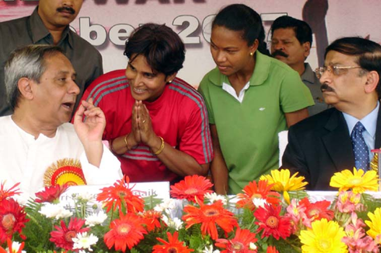 Athletics Olympian <b>Rachita Mistry </b>(with folded hands) and hockey international <b>Jyoti Sunita Kullu </b>eppeal to Chief Minister <b>Naveen Patnaik </b>(left) in Bhubaneswar.