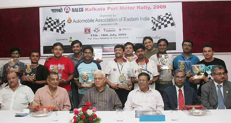 Prize winners and guests at the closing function of the Kolkata-Puri Motor Rally in Rajbhawan, Bhubaneswar on<b> July 19, 2009.