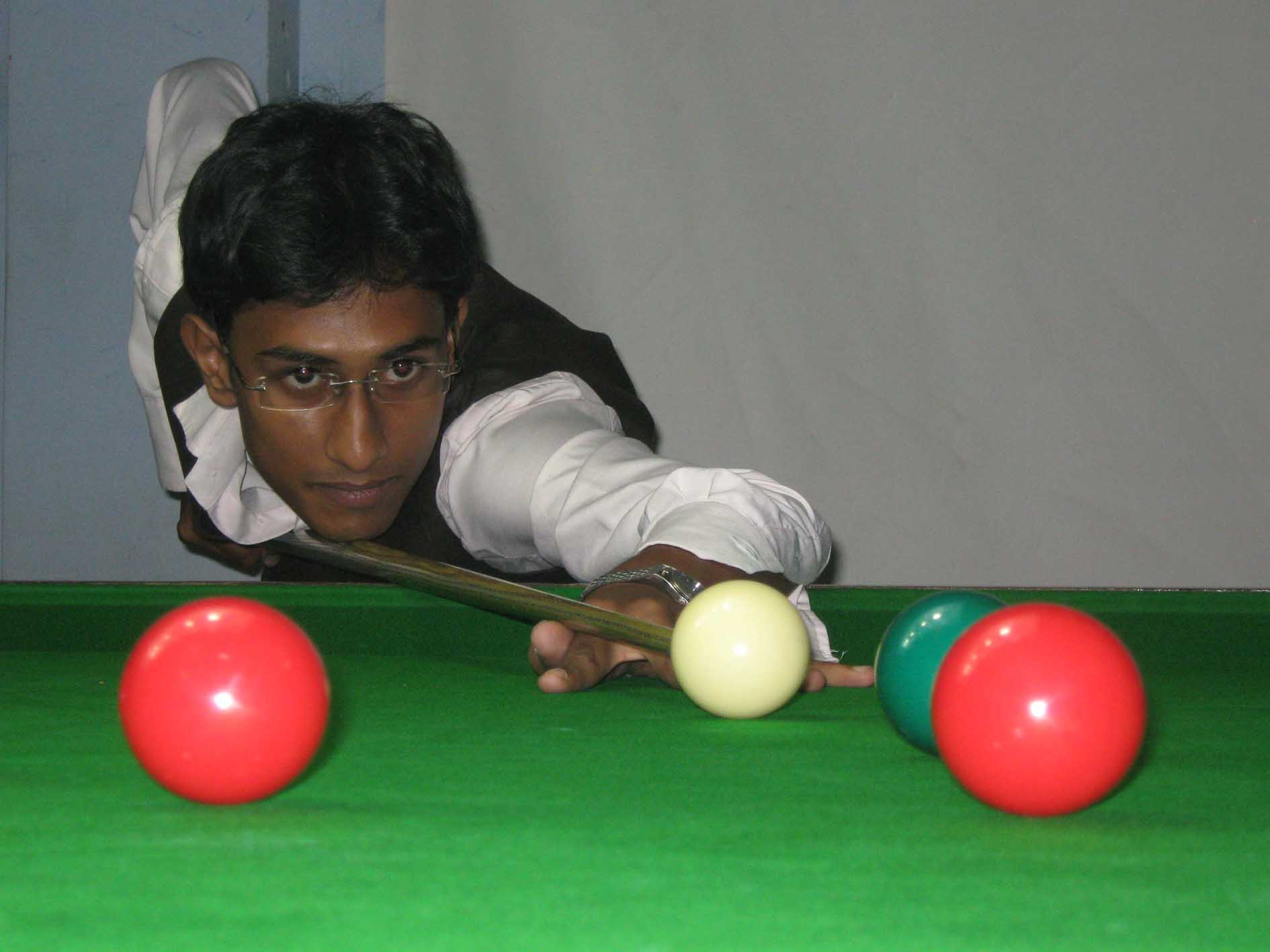 <b>Saurya Pattnaik </b>in action at the 15th State Junior Snooker Championship in Bhubaneswar on <b>July 29, 2009.
