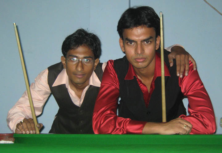 Orissa State Junior Snooker champion <b>Nishant Biswal</b> and runner-up <b>Saurya Pattnaik</b> after their final match in Bhubaneswar on <b>July 31, 2009.