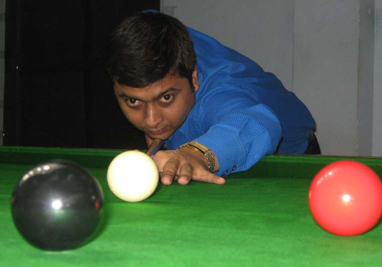 </b>Siddharth Sen </b>in action at the Orissa State Senior Snooker Championship in Bhubaneswar on <b>August 5, 2009.