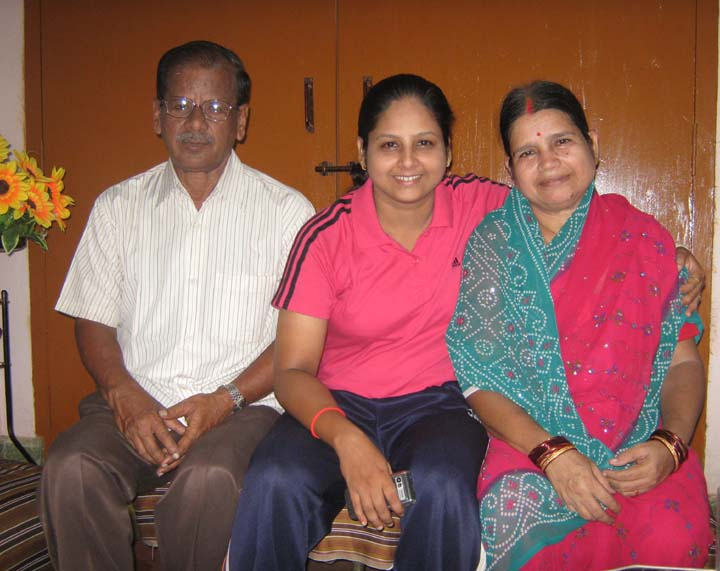 Orissa woman shuttler <b>Gayatri Mishra </b>with her parents in Bhubaneswar on <b>Sept 12, 2009.