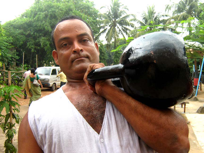 Fitness guru <b>Hari Prasad Pattanayak</b> works with kettlebell in Bhubaneswar on <b>Sept 16, 2009.