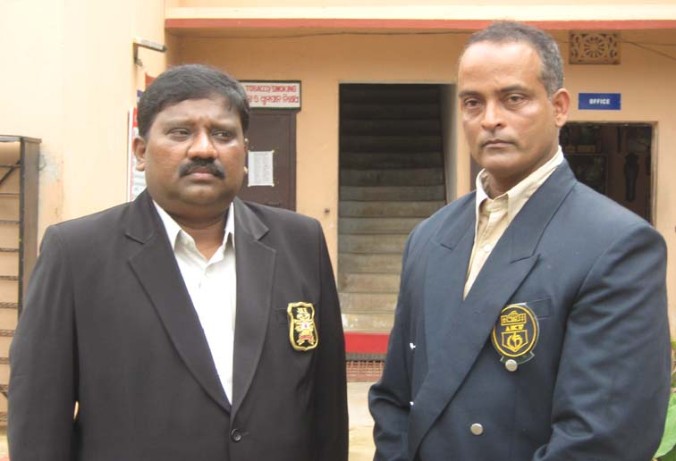 AIKF president R Thiagaraj and OSKA secretary Hari Prasad Pattanayak in Bhubaneswar on <b>July 19, 2009.