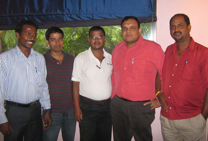 Sports journalists (L to R) <b>Niranjan Reddy, Sujit Swain, Suresh Swain and Sanjib Biswal </b>with chess organiser <b>V Tibarewal</b> (2nd from R) in Bhubaneswar on <b>Sept 25, 2009.