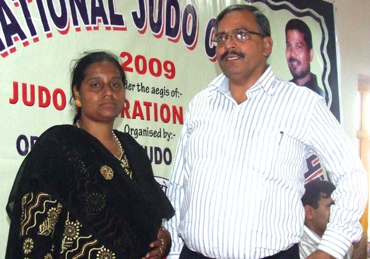 Orissa State Judo Association secretary Gitanjali Panda (L) with Judo Federation of India secretary Mukesh Kumar in Bhubaneswar on <b>Oct 2, 2009.